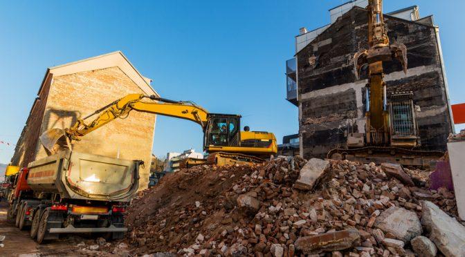 Bauma GmbH Spezialabbruch - Baustelle beim Abbruch eines Hauses; Für einen erschütterungsfreien Betonabbruch